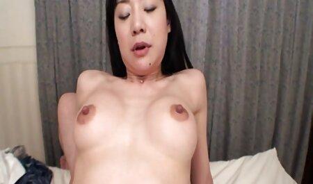 دختر عصبانی استمناء و خودش را در کانال سکسی برای تلگرام یک کمربند عفت.